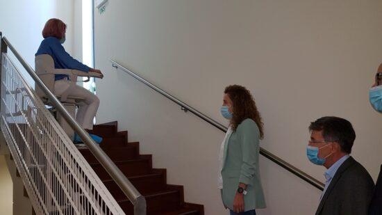 Projeto Viana Abraça atribuiu cadeira elevatória ao Lar de Santa Teresa