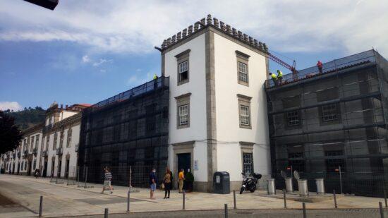 Obras no edifício da Câmara de Viana vão obrigar a condicionamentos de trânsito