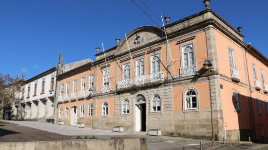 Investimento superior a 750 mil euros reabilita rede viária em onze freguesias de Arcos de Valdevez