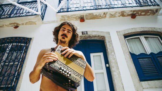 """""""Resort"""" é a nova música de Chico da Tina e o videoclip tem gravações em Viana"""