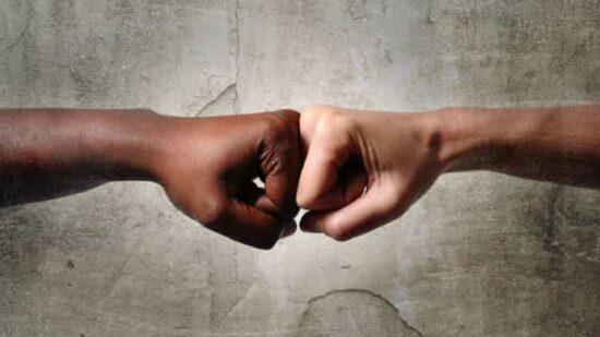 Indústria britânica de música une-se para lutar contra racismo