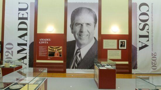 """Teatro Municipal Sá de Miranda acolhe exposição """"Amadeu Costa, Homem do Teatro e Etnógrafo"""""""